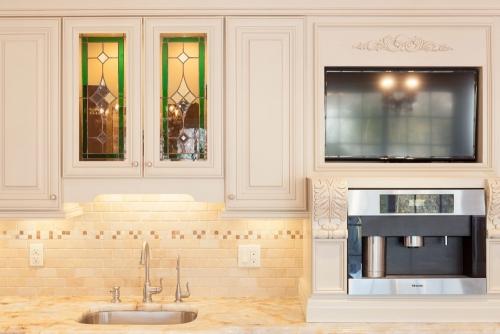 Creme Glazed Kitchen Remodel Upper Cabinet View